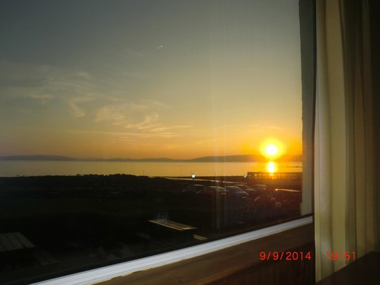Best Western Kinloch Hotel: Sunset viewed from the dining room