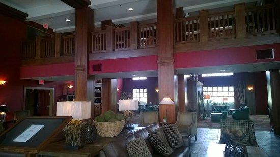 Holiday Inn Pewaukee : Inside lobby