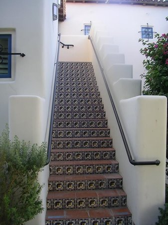 Legacy Villas at La Quinta: Tile work on the stirs
