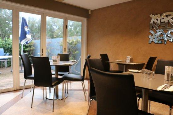 Broadwater Beach Bar & Restaurant: Restaurant dining area