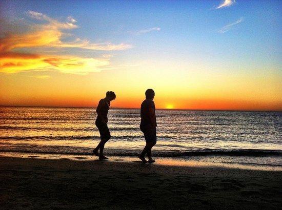 St. Kilda Beach: Long walk on the beach