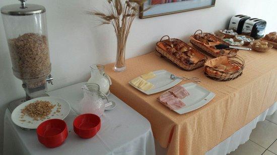 Dakar Hotel & Spa: Desayuno selfservice completo y correcto. Sin quejas