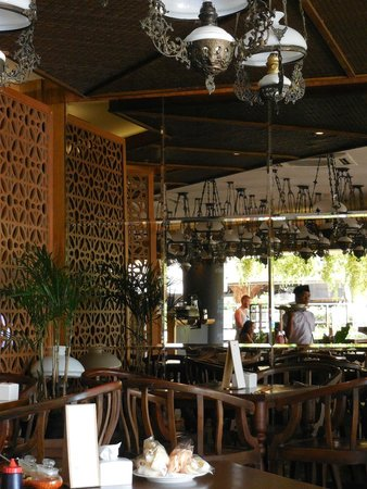 Beachwalk Shopping Center: Betawi restaurant