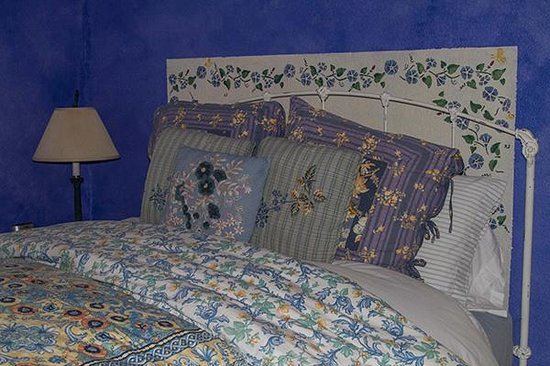 One Mesa Bed and Breakfast: The bedroom in the Sunset Cottage