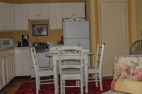 One Mesa Bed and Breakfast: Kitchen area of the Sunset Cottage