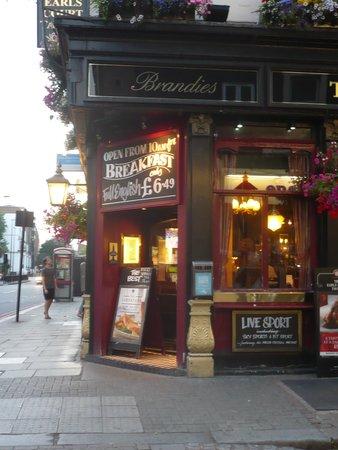 Earls Court Tavern: ingresso del pub
