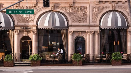 Beverly Wilshire Beverly Hills (A Four Seasons Hotel): you must eat here open all day a must