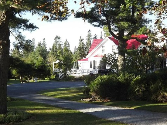 Tara Manor Inn: Beautiful serene place to stay