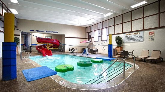 Baymont Inn & Suites Mandan Bismarck Area: Indoor Pool