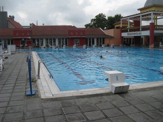 Colosseum Hotel Morahalom: The 25 meter pool