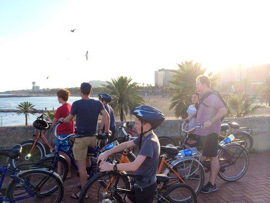 Fat Tire Bike Tours Barcelona: Beachside stop -beautiful evening ☀️