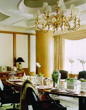 The Langham: The Boardroom