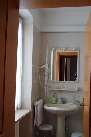 Albergo Valbella: Das Badezimmer