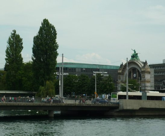 KKL Luzern - Lucerne Culture and Convention Centre : KKL и бывший вокзал