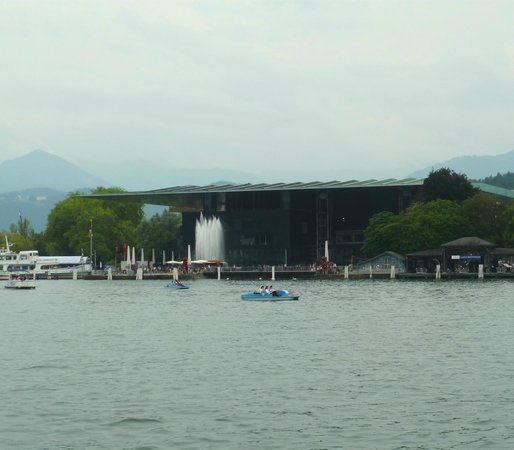 KKL Luzern - Lucerne Culture and Convention Centre : Вид с противоположного берега
