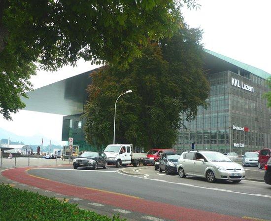 KKL Luzern - Lucerne Culture and Convention Centre : Козырек крыши