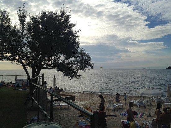 Valamar Crystal Hotel: spiaggia