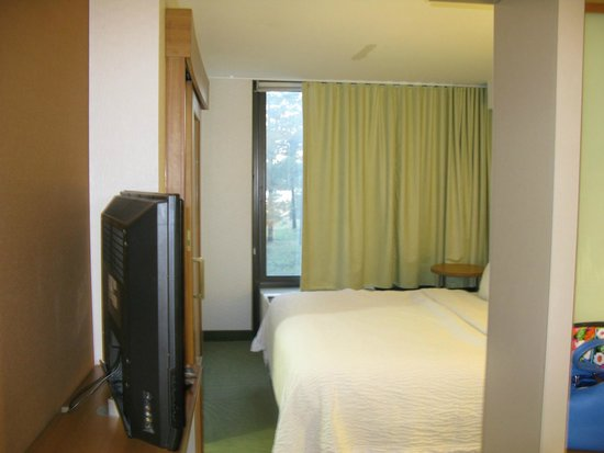 SpringHill Suites Flagstaff: Bed Room
