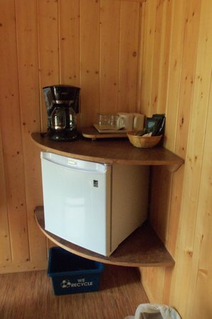 Pine Bungalows: Fridge & Coffee Maker