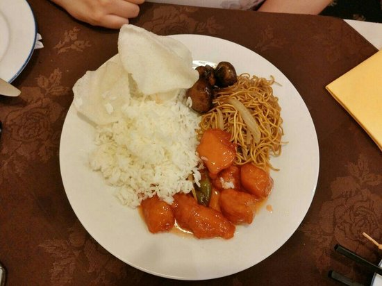 Jade Delight: Sweet n sour chicken, mushrooms in black bean, noodles and rice