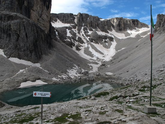 Rifugio Cavazza Franco Al Pisciadu: nei pressi del rifugio