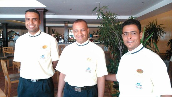 Jolie Ville Hotel & Spa - Kings Island, Luxor : Mohamed (far right)  and the breakfast team