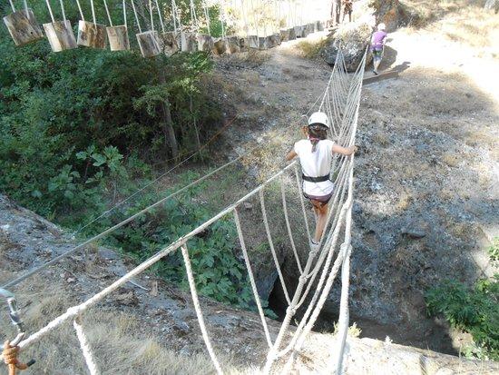 Caserio de la Fuente: Puentes de cuerdas