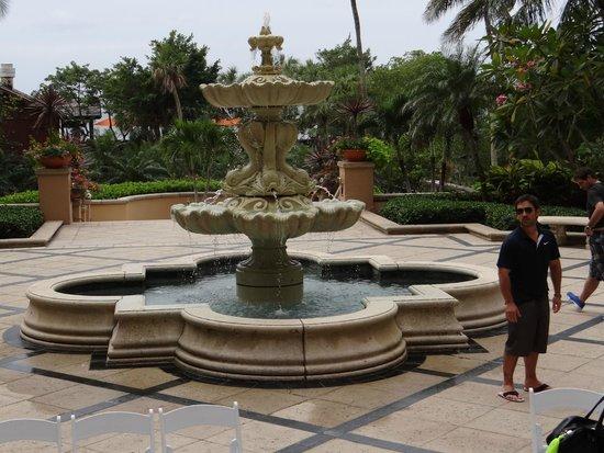 The Ritz-Carlton, Naples: FUENTE