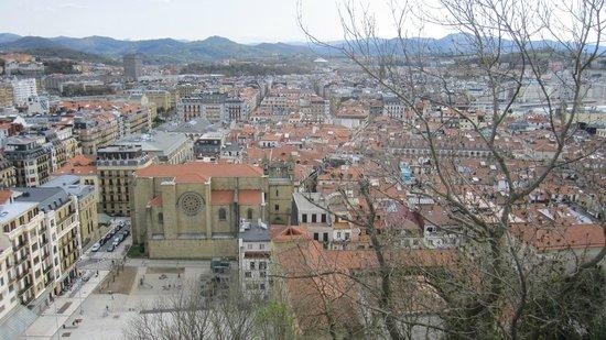 Iglesia de Santa Maria del Coro : La iglesia vista desde el monte Urgull