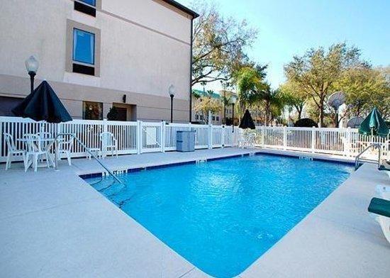 Sleep Inn And Suites: Pool