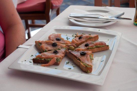 La Capitana: Salmon toast