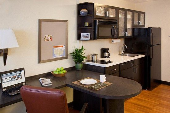 Candlewood Suites At CityCentre-Energy Corridor: Fully furnished Studio Suite with large eating area and work space