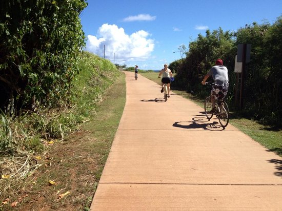 Kapaa Beach Shop : Bike ride along the Kapaa beach trail