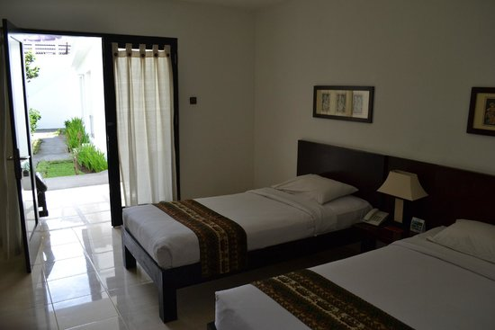 Legong Keraton Beach Hotel: The beds