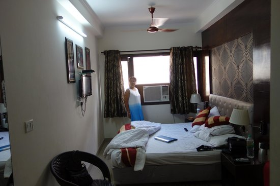 Hotel Arjun: big room