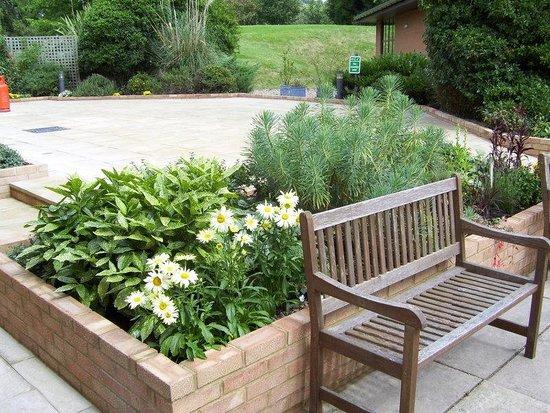 Holiday Inn Gloucester - Cheltenham: Reception / Barbeque Patio Area