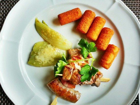 Hotel Storchen: Croquettes de pomme de terre & brochettes