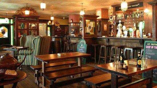 Bali Dynasty Resort: Gracie Kelly's Irish Pub