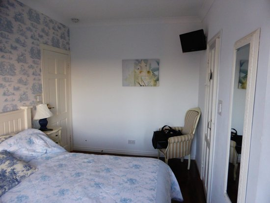 Harbour House B&B: Pleasant room is not matched by the welcome!
