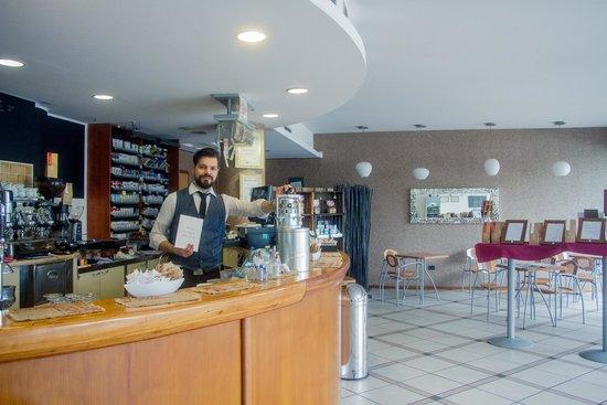 Gardelli Coffee: Front