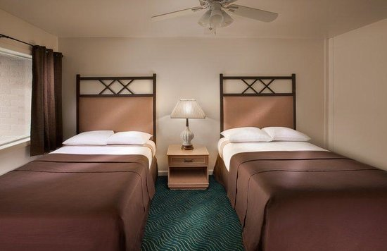 Santa Monica Motel : Two Double Beds