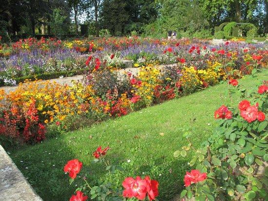 Les pr s fichaux picture of jardins des pres fichaux for Le jardin des fleurs bourges