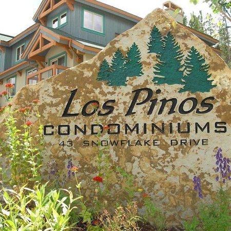Los Pinos Townhomes: Los Pinos Summer Sign