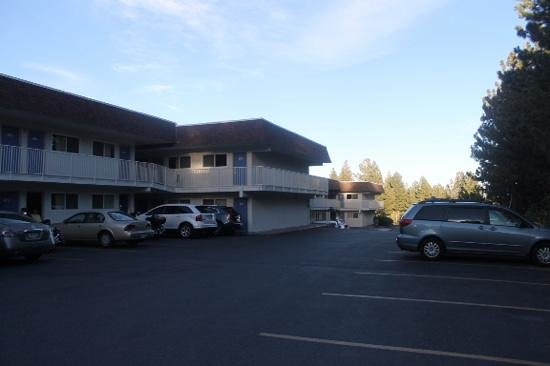 Motel 6 Mammoth Lakes: parcheggio
