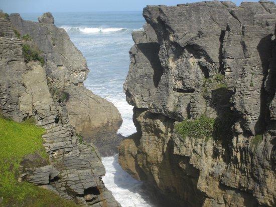 Pancake Rocks and Blowholes Walk: Punakaiki