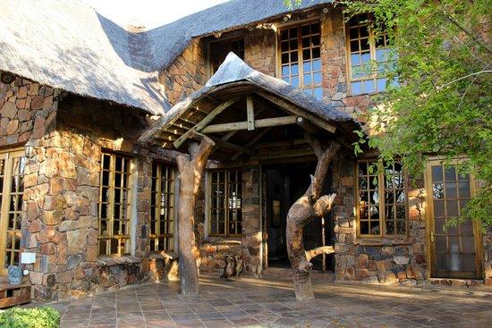 Mokolodi House: Front entrance
