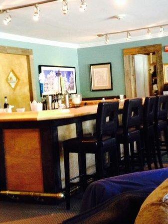 Nipper's Cafe & Steakhouse: Bar