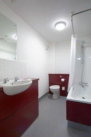 Travelodge Dundee Strathmore Avenue: Bathroom