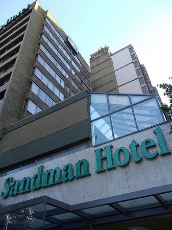 Sandman Hotel Vancouver City Centre: Am Eingang
