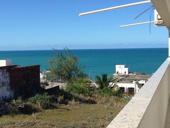 Marsallis Flat Ponta Negra: Vista do lado direito (corredor com acesso aos quartos)